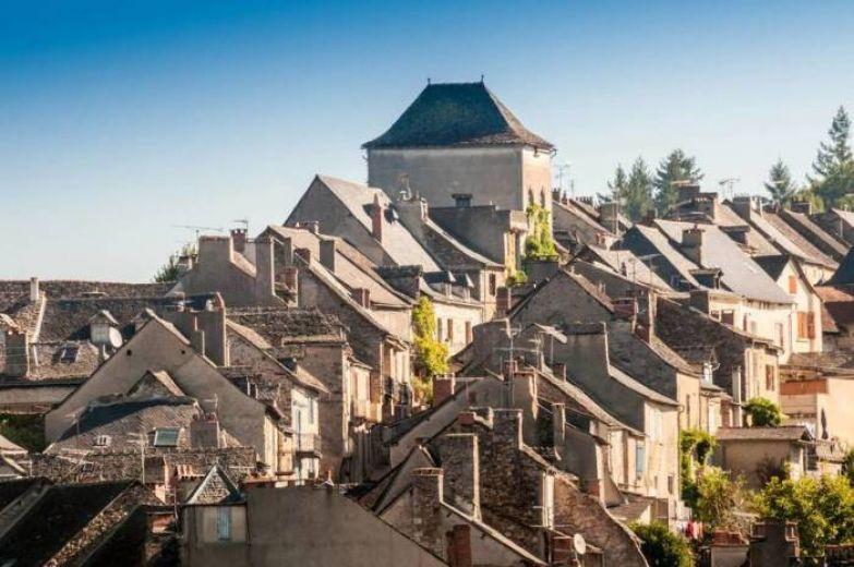 Маленькое поселение славится своими старинными домами и средневековой атмосферой.