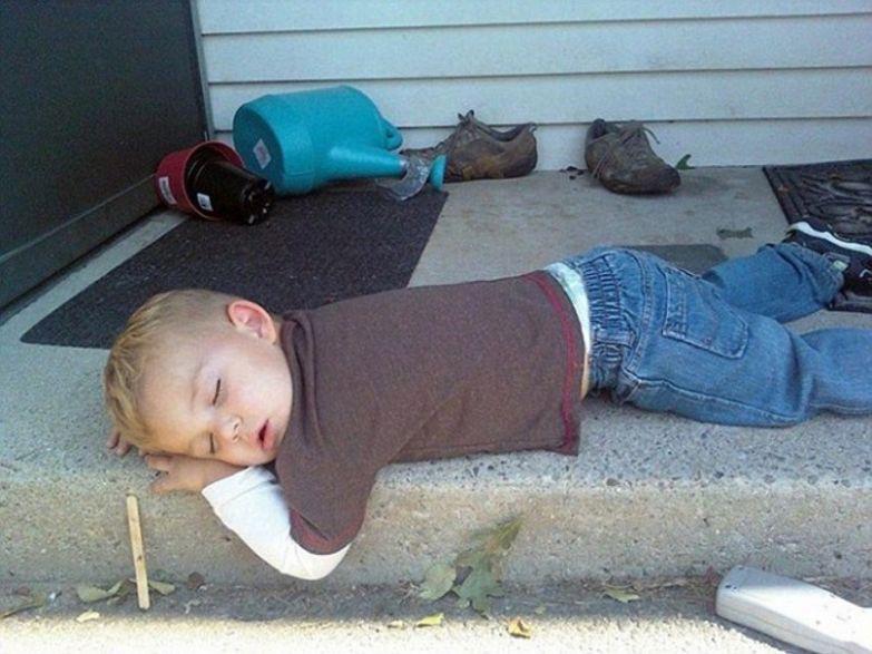 5. Ох уж эти игры на свежем воздухе… дети, дети спят
