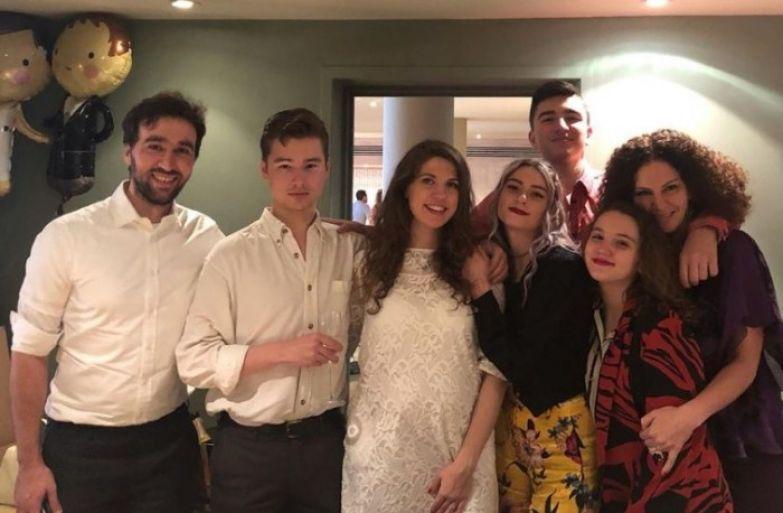 На свадьбу Мария Хворостовская пригласила всех своих братьев и сестёр по отцу и Флоранс Илли-Хворостовскую . / Фото: www.instagram.com