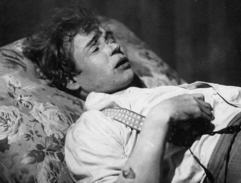 Снятый из петли Сергей Александрович Есенин в номере гостиницы Англетер. 28 декабря 1925 года.