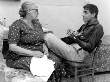 Адриано Челентано с матерью | Фото: italia-ru.com