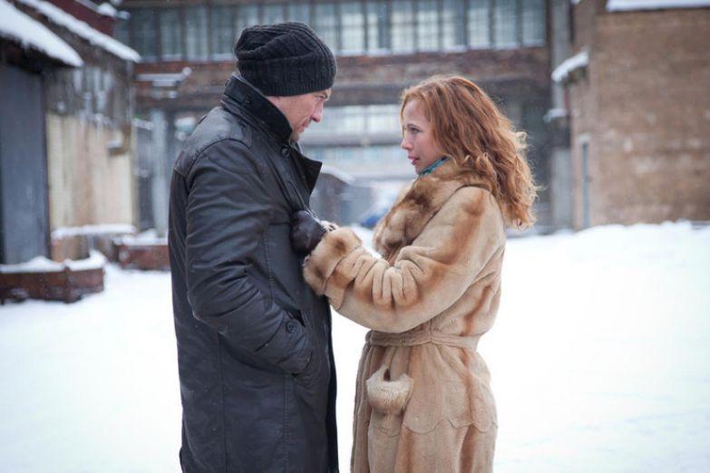На девятый день после трагедии Елена вышла на съемки сериала «Ледников»