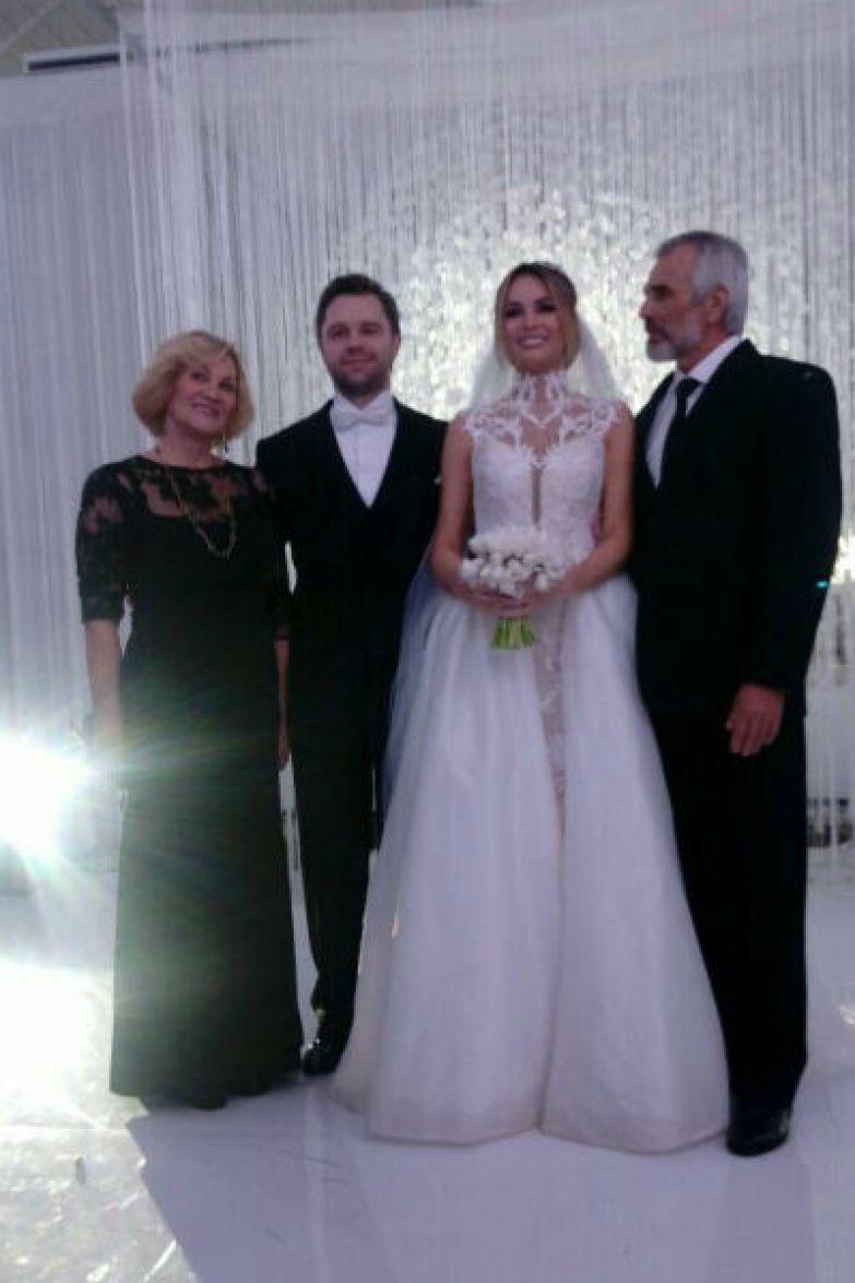 Виталий и Ирина с родителями невесты
