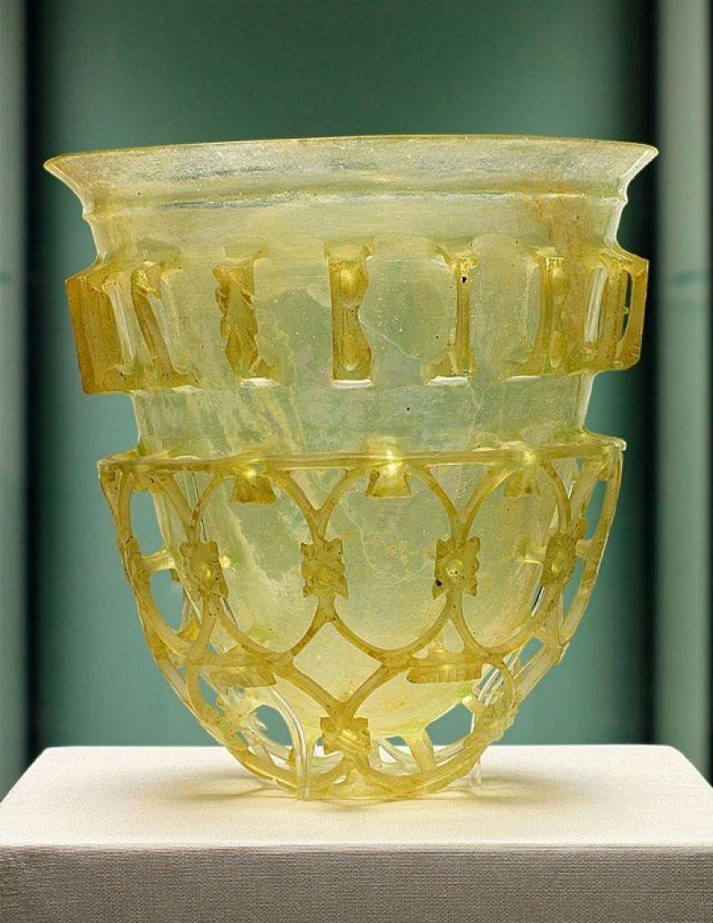 Древнеримский стеклянный стакан. | Фото: en.wikipedia.org.