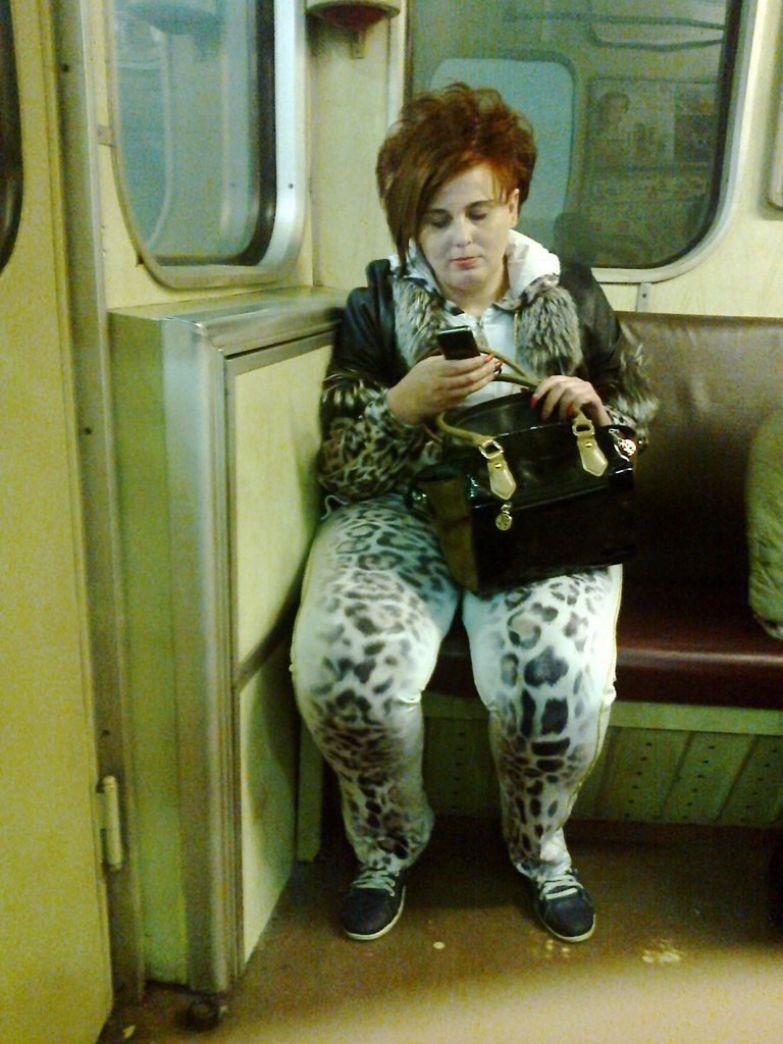 26. Сколько бабу не корми, всё равно в лосины влезет люди, метро, мода, настроение