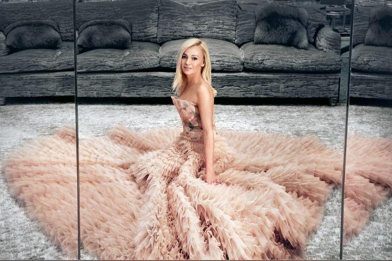 В платье из тюля и органзы Christian Dior Haute Couture