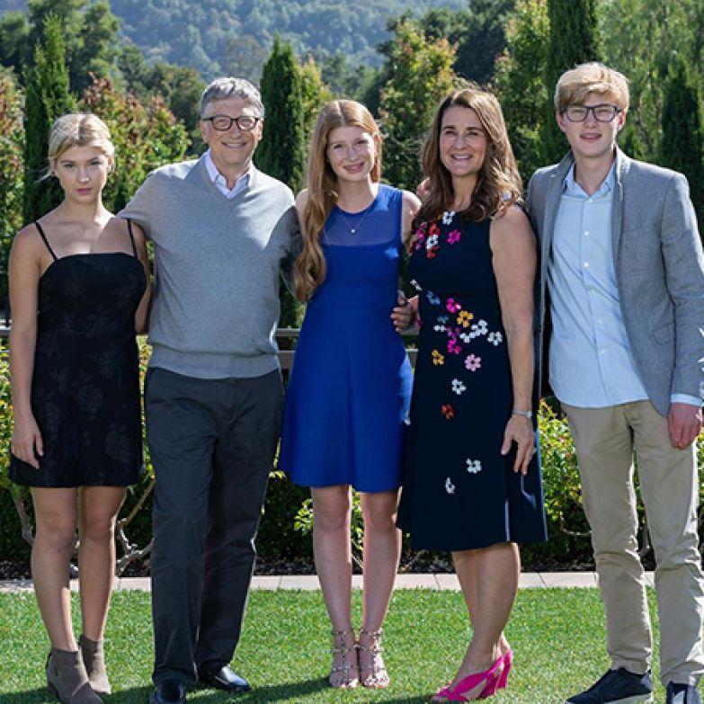Билл и Мелинда Гейтс с дочерьми Фиби, Дженнифер и сыном Рори
