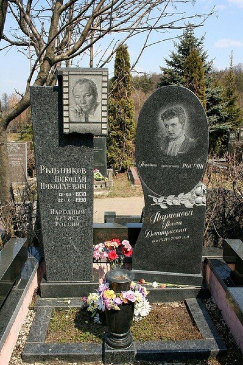 В 2000-м Аллу Ларионову похоронили рядом с мужем