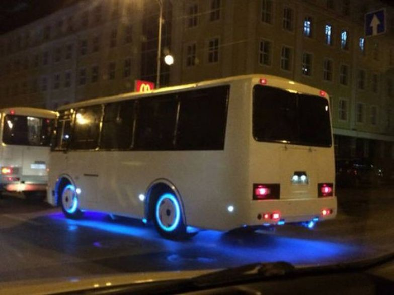 Представляете, если бы все ПАЗики у нас такими гоняли? Тракторы, автобусы, автомобили, грузовики, тюнинг