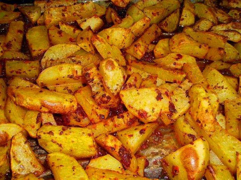 Блюда с картошкой преобладают в меню, так как они очень калорийные и надолго сохраняют чувство сытости.