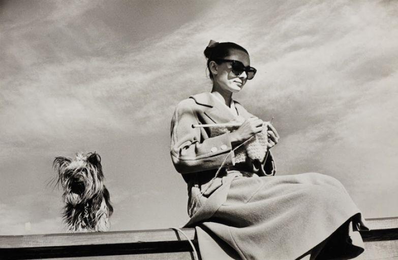 Одри Хепберн и Mr. Famous (Мистер Знаменитость) в объективе Inge Morath в Мексике во время съемок фильма *Непрощенная*, фераль 1959г.