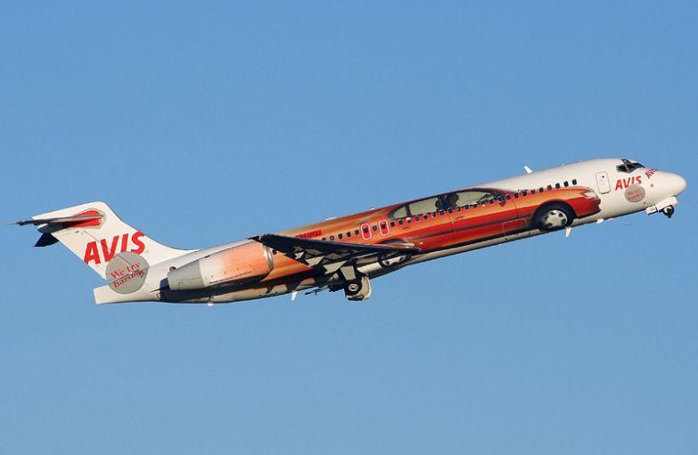 Реклама арендного сервиса Avis. необычные самолёты, раскраска, самолёты