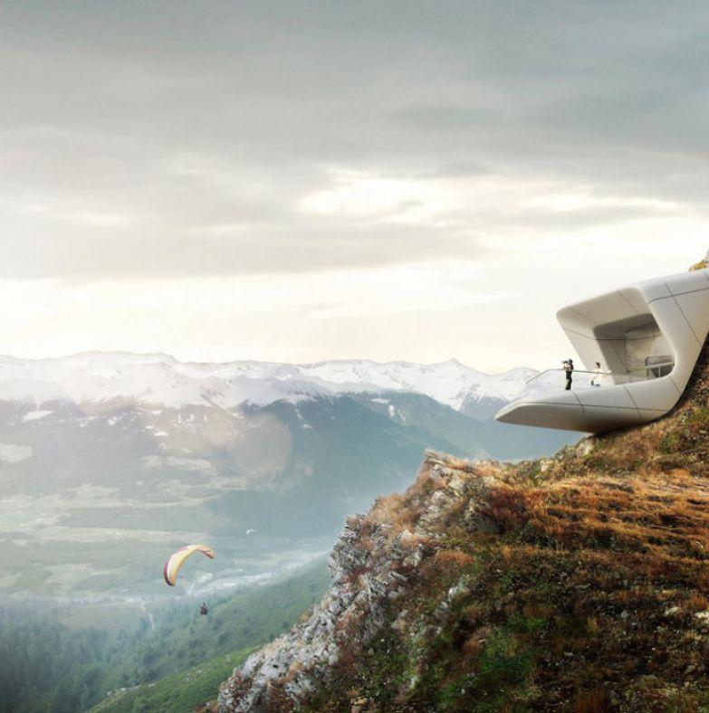 Музей, нависающий над пустотой высоко в горах.