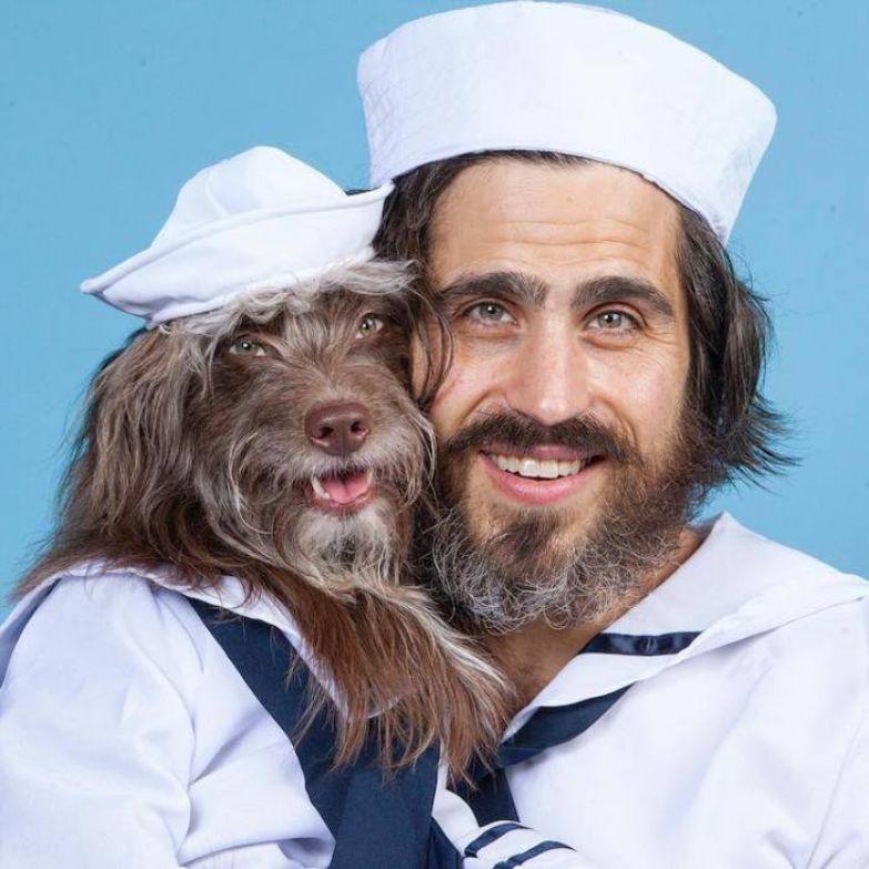 Собака и хозяин похожи друг на друга.