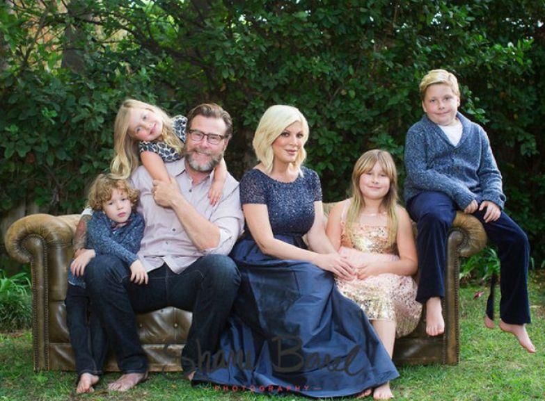 Тори Спеллинг с мужем Дином Мак-Дермоттом с детьми