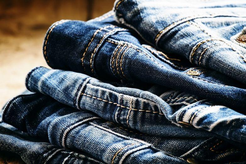 нужно ли стирать новые джинсы