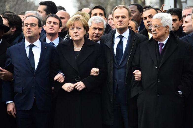 Слева направо: президент Франции Франсуа Олланд, канцлер Ангела Меркель, председатель Европейского Совета Дональд Туск, президент Палестинской автономии Махмуд Аббас во время марша молчания против терроризма в Париже 11 января 2015.