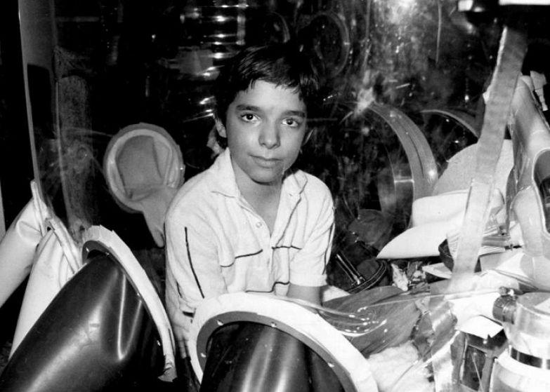 Мальчик находился в стерильном боксе 12 лет.   Фото: ww4.hdnux.com.