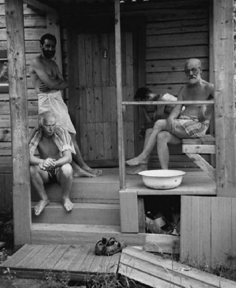 Зигмунд Фрейд и Карл Юнг отдыхают с друзьями после бани, 1907 год.