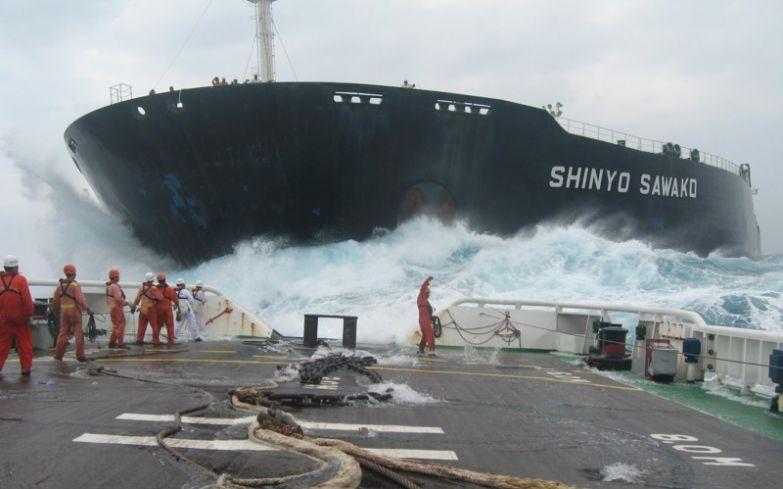 Команда корабля во время шторма. офис, профессии, работа, юмор