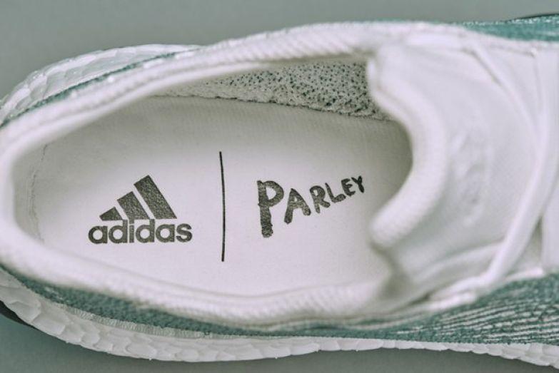 Кроссовки adidas x Parley из переработанного мусора со дна океана . Изображение № 2.