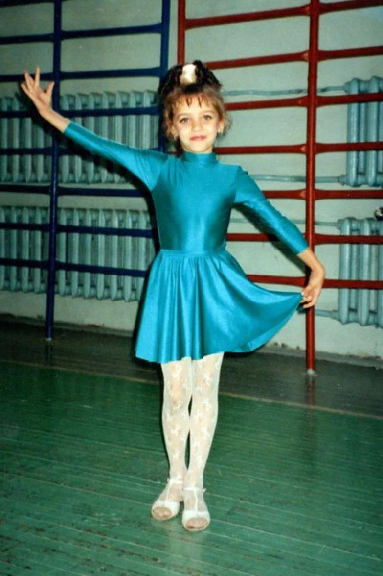 Регина Тодоренко с ранних лет занималась вокалом и хореографией