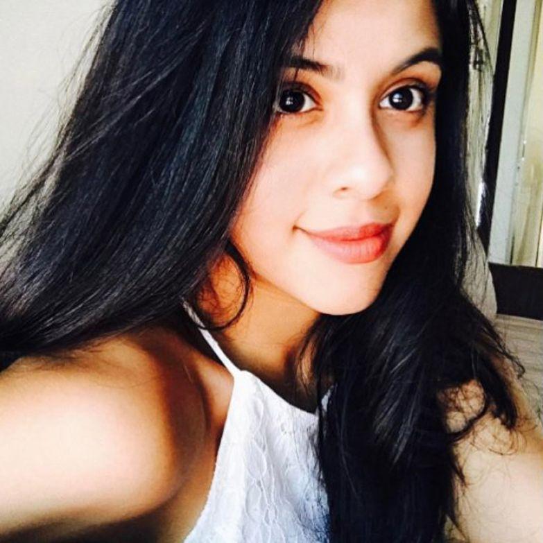 Девочка, которую когда-то бросили умирать в мусорный бак, сейчас превратилась в настоящую красавицу. Instagram dishanichakraborty.