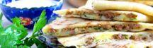 Лепешки «Гезлеме» с мясом и картошкой  Рецепт:   Попробуйте тонкие турецкие лепешки с разными начинками: мясом, сыром, зеленью, творогом и баклажанами. Подавайте к столу горячими, чтобы сполна насладиться вкусом этого интересного блюда. Понравится вам и всем домашним! #готовимдома #едимдома #кулинария #домашняяеда #лепешки #обед #начинка #мясо #картофель #сыр #зелень #творог #горячиелепешки #вкусно #ароматно #турецкиелепешки