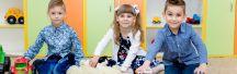 Рады представить вам первый в Украине лицензированный частный детский сад по методике Комаровского. Основная задача — объединить родителей-единомышленников в воспитании здоровых и счастливых детей.  В нашем саду три группы: ясельная, средняя и подготовительная. Помещение включает в себя — игровые и спальные зоны, столовую, кухню, туалетные комнаты, медицинский пункт, раздевалки для сушки и хранения детских вещей, а также учебные комнаты, — оборудованные согласно требованиям СанПиНа.  Поддержание правильной температуры и влажности, кормление по аппетиту и соблюдение питьевого режима, максимум прогулок при любой погоде, спорт и интересный досуг — базовые принципы сада