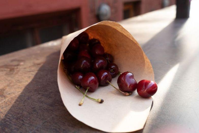 «Синдром последней черешни». Текст о том, что каждой маме порой нужно съесть весь кулек вкусных ягод в одиночку