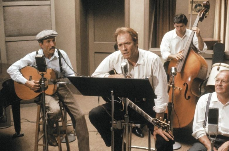 Картинки по запросу иствуд играет на инструменте